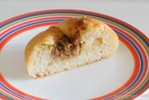 コープ小麦の森焼き豚ポテチーズ中身