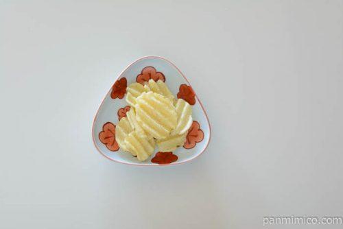 カルビーグランカルビーポテトビート北海道バター味皿盛り
