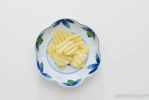 カルビーグランカルビーポテトビートカマンベール味皿盛り