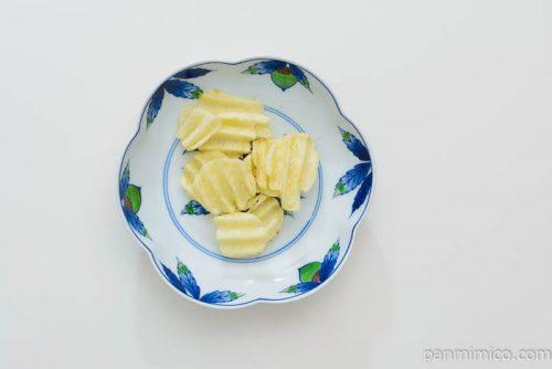 カルビーグランカルビーポテトビートシチリアの塩とレモン味皿盛り