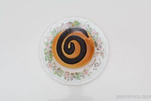 セブンイレブンしっとりクリームパンチョコクリーム皿盛り