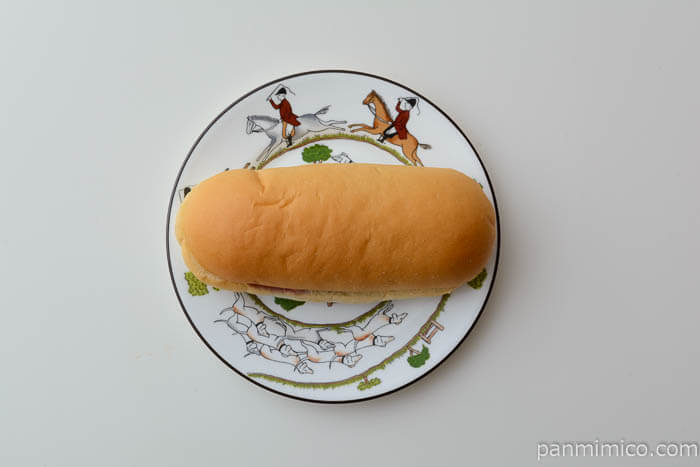 ファミマコッペパンブルーベリージャム&レアチーズ風味クリーム皿盛り
