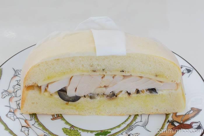 サンドイッチ3スモークチキンサンド皿盛り