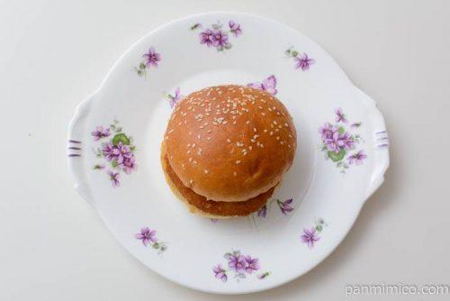 セブンイレブンタルタルフィッシュバーガー皿盛り