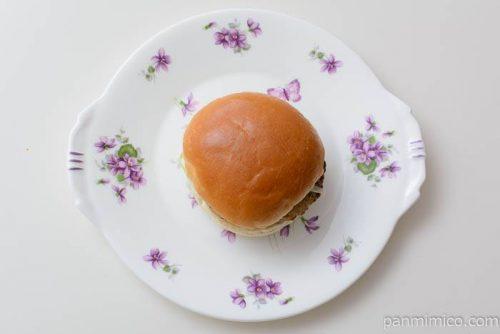 ファミマ炙り焼きバーガーオーロラソース皿盛り