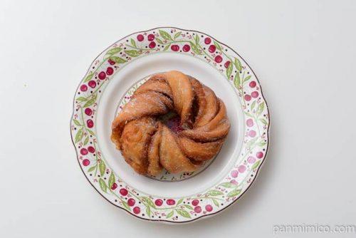 ファミマシナモンデニッシュドーナツ皿盛り
