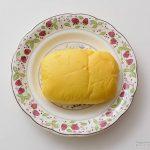 セブンイレブンレモンクリームパンカスタードホイップ入皿盛り