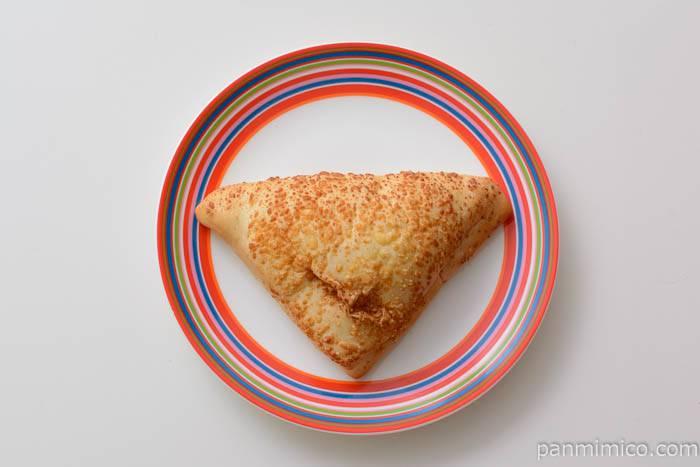 ファミマブラックペッパーの香り広がるスパイシーハム&チーズ皿盛り