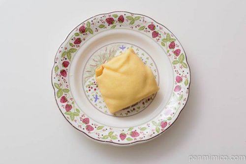 ファミマ窯出しプリンの四角いクレープ皿盛り