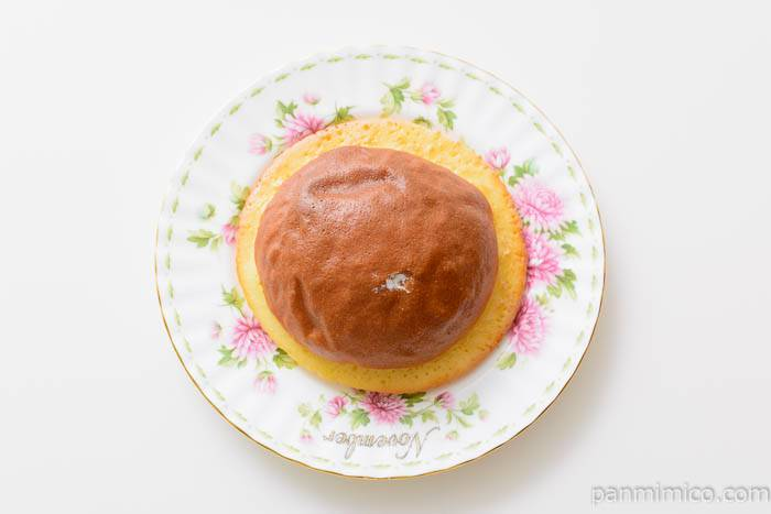セブンイレブンホイップクリームブールパン皿盛り