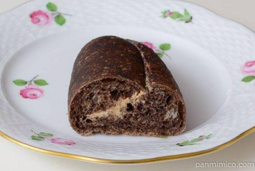 ラロッタベーカリーふわふわココアの黒糖サンド中身