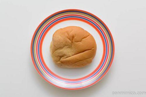 フジパンからしマヨ焼きそばパン皿盛り