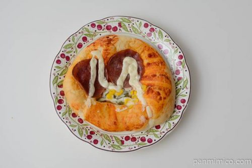 ヤマザキ全粒粉ピザパン皿盛り