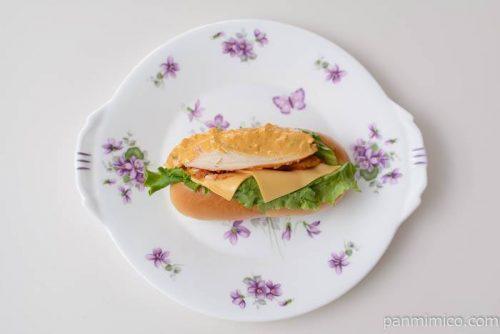 ファミマタンドリーチキン風ロール皿盛り