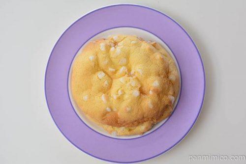 ファミマカスタードメロンパン皿盛り