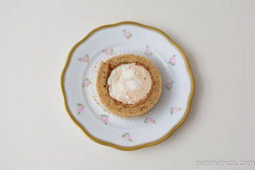 ローソンプレミアムスパイス香るチャイのロールケーキ皿盛り