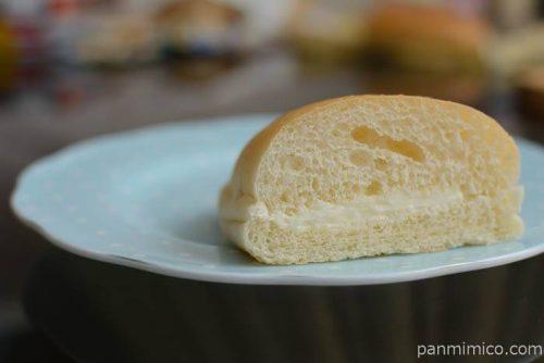 ローソンもっちりとしたコッペパン練乳ミルク中身