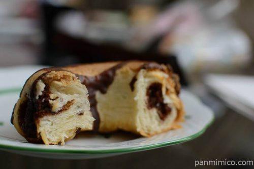 ファミマクッキーとデニッシュのベイクドドーナツ(チョコ)中身