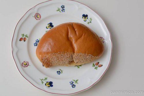 ヤマザキマロンクリームパン栗入り皿盛り