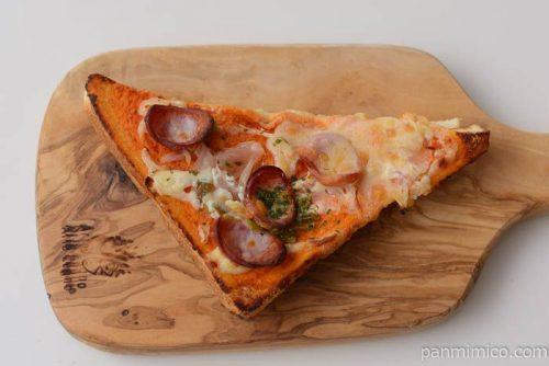 ファミマホットチリ入りピザトースト皿盛り