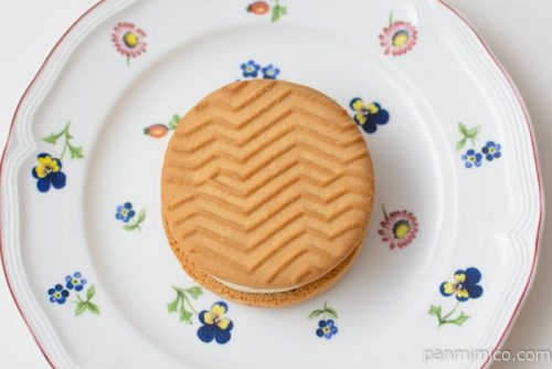 セブンイレブンバターが贅沢に香るクッキーサンド皿盛り