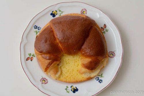 ファミマホイップクリームクロワッサン皿盛り