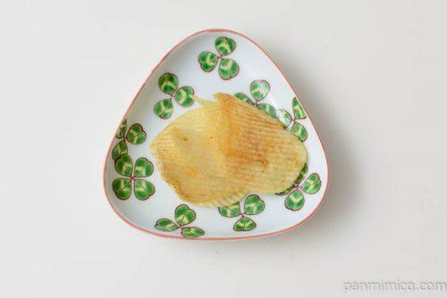 カルビーポテトチップスギザギザわさびマヨ味皿盛り