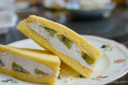 ファミマキウイのケーキサンド皿盛り
