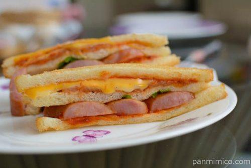 セブンイレブンピザ風サンドチーズ&ソーセージ皿盛り