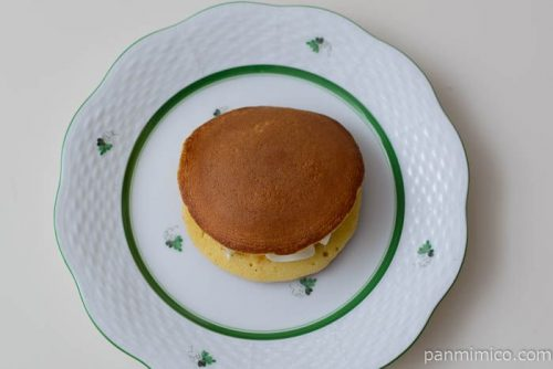 ローソンダブルチーズのもっちりとした生どら焼皿盛り