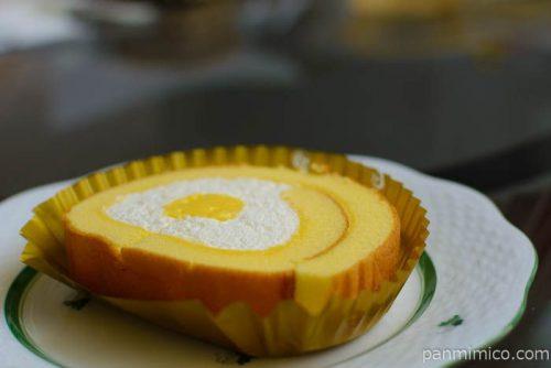 セブンイレブンこだわり卵のふんわりロールケーキ横