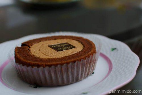 ローソンキャラメルショコラロールケーキ横