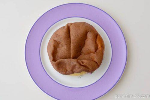 ファミマシュークリームみたいなパン(チョコ)皿盛り