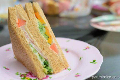 ローソン5種の温野菜サラダサンドバーニャカウダソース仕立て中身