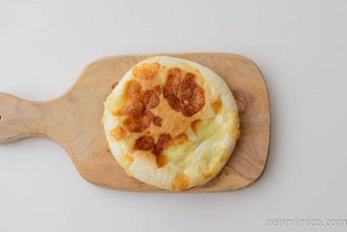 神戸屋こんがりチーズのカレーパン皿盛り