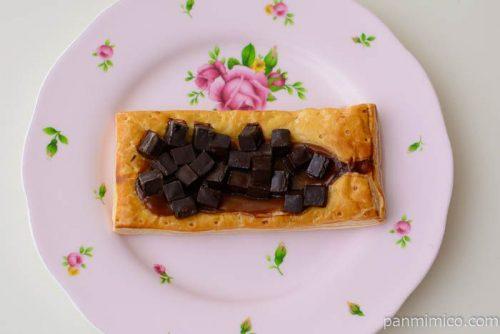キャラメルの風味豊かなチョコレートパイ【ローソン】皿盛り