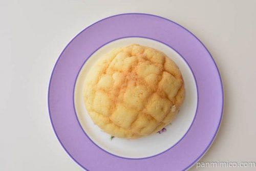 ホイップメロンパン チーズクリーム【パスコ】皿盛り