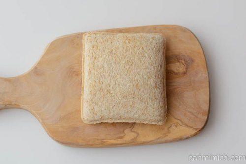 ヤマザキランチパックジューシーメンチカツ(全粒粉入りパン)皿盛り