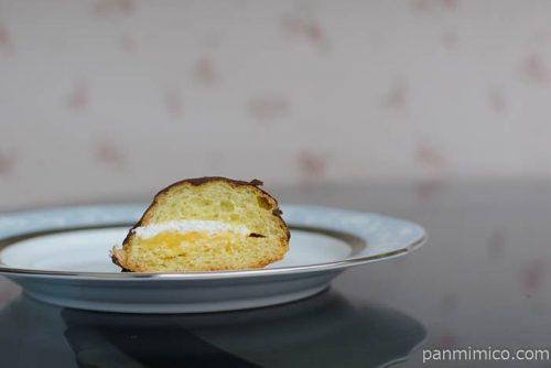 エクレアみたいなパン(カスタード&ホイップ)【ファミマ】中身