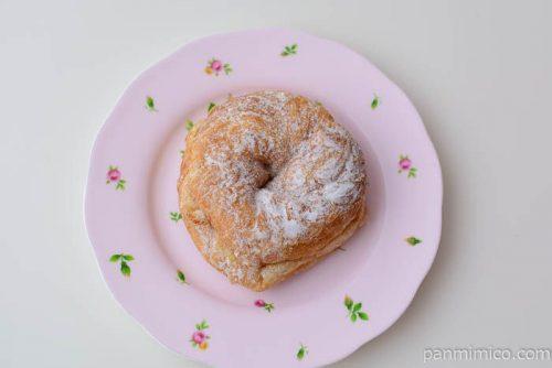 デニッシュドーナツ(チョコチップ入りミルククリーム)ヤマザキ皿盛り