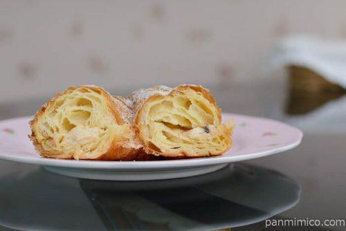 デニッシュドーナツ(チョコチップ入りミルククリーム)ヤマザキ中身