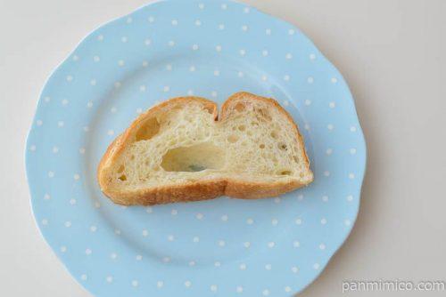 塩バターフランスパン【ヤマザキ】皿盛り