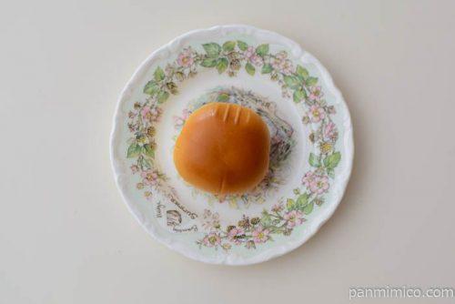 薄皮あまおう苺ジャム&練乳クリームパン【ヤマザキ】皿盛り
