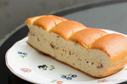 大人の味わい牛乳パン ラムレーズン【パスコ】横