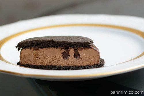 濃厚ガトーショコラ クッキーサンドアイス【グリコ】中身