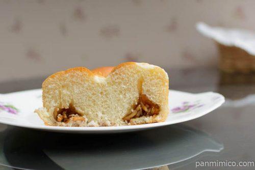 シャキキャベツ入りからしマヨ焼きそばパン【フジパン】中身