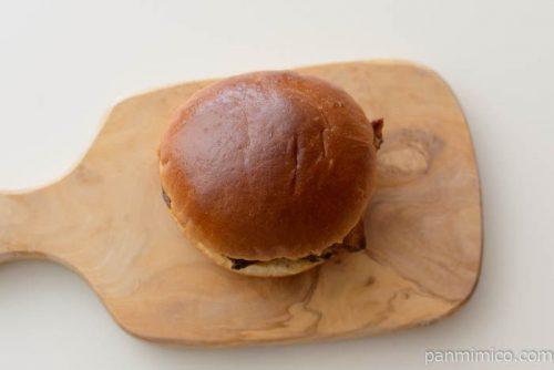 ガーリックソースのチキンバーガー【セブンイレブン】皿盛り
