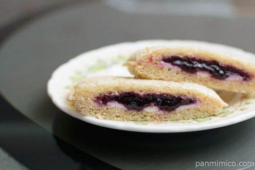 ランチパック(ブルーベリー&クリームチーズ)全粒粉入りパンヤマザキ皿盛り