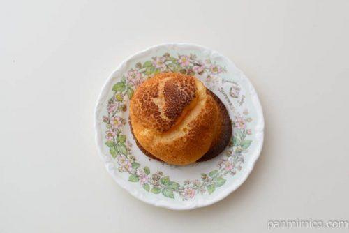 マドレーヌシュークリーム六甲山麓牛乳入りホイップカスタードヤマザキ皿盛り