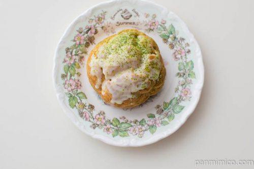 宇治抹茶のシュークリーム【ローソン】皿盛り